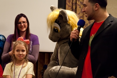 Cosplay Contest - Tiniest Applejack and Derpy