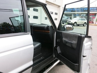 Discovery 2 Dealer Photo 8