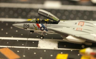 Model Aircraft Carrier - Fighter Jet