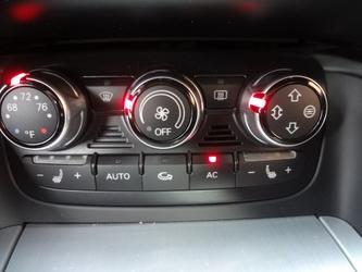 Audi TT Dealer Photo 43